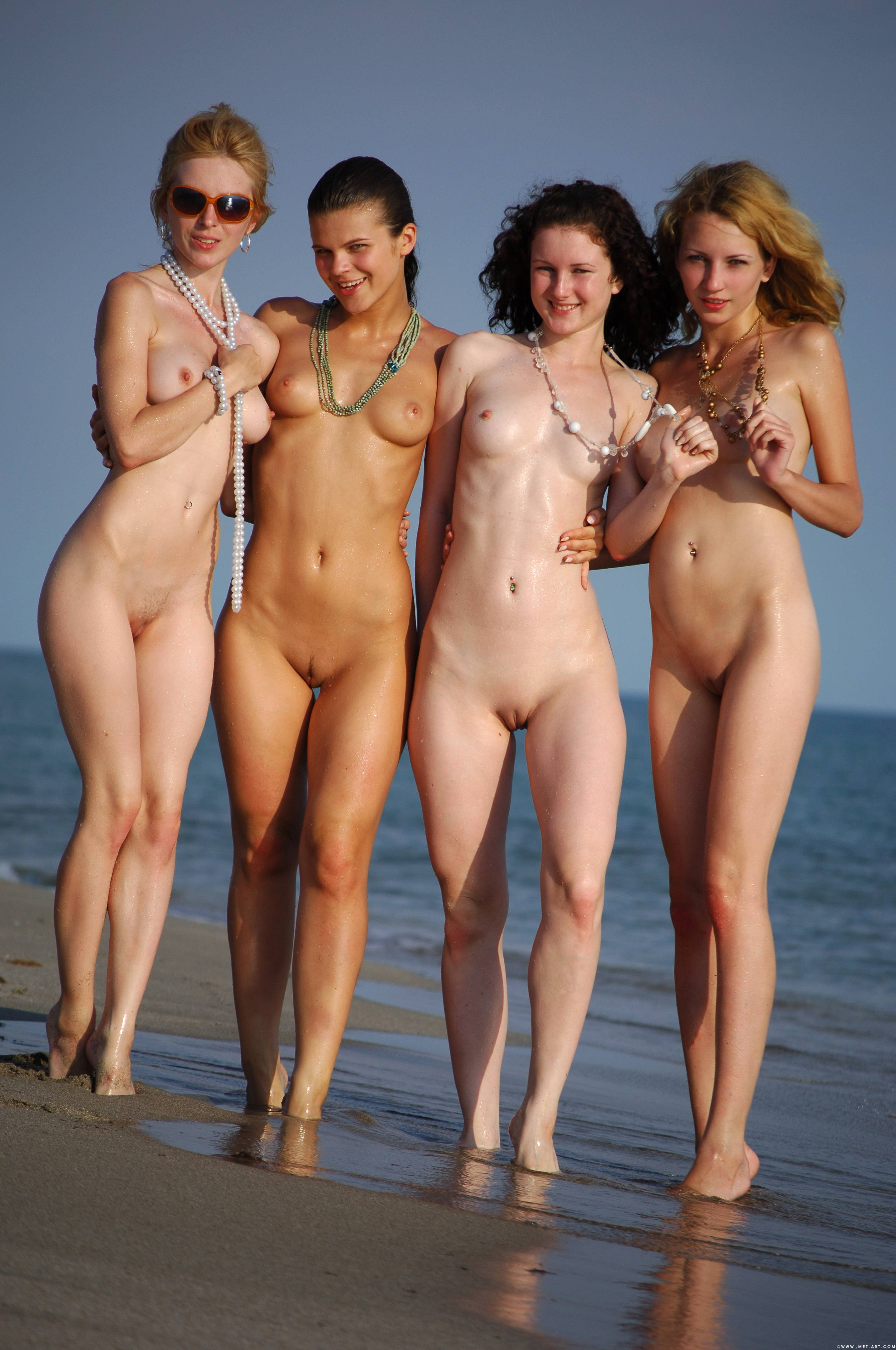 Attractive Naked Girls Sand Photos