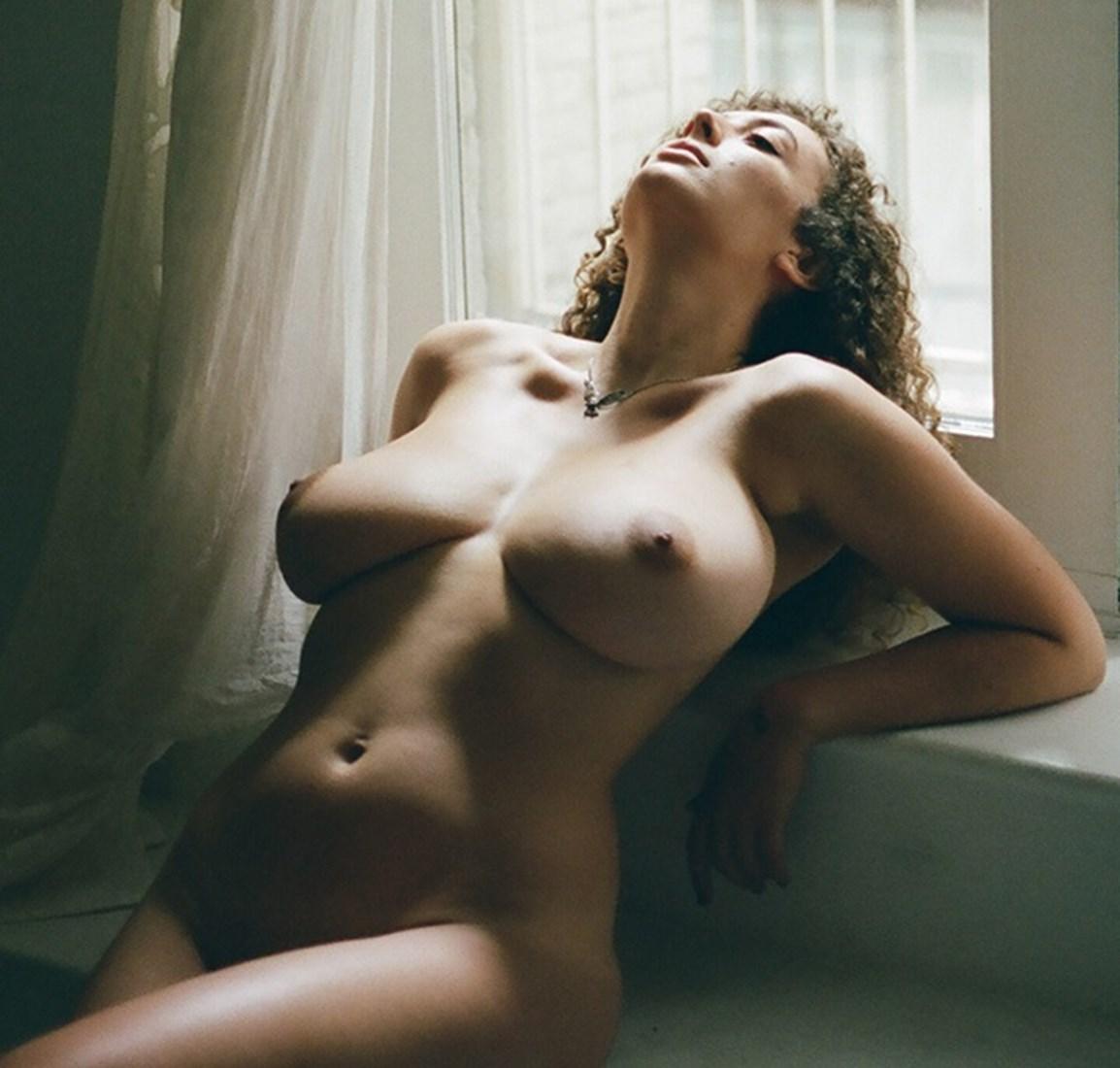 Brüste nackt lowfire leila Leila lowfire