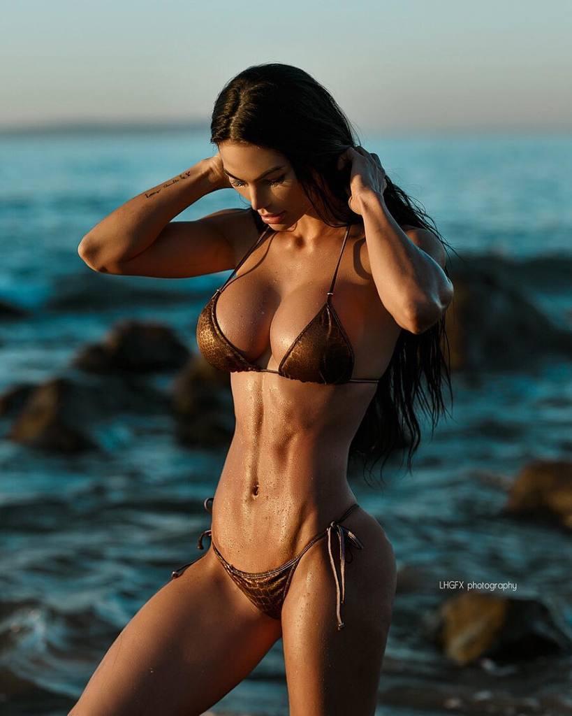 Katelyn Runck Fit & Sexy