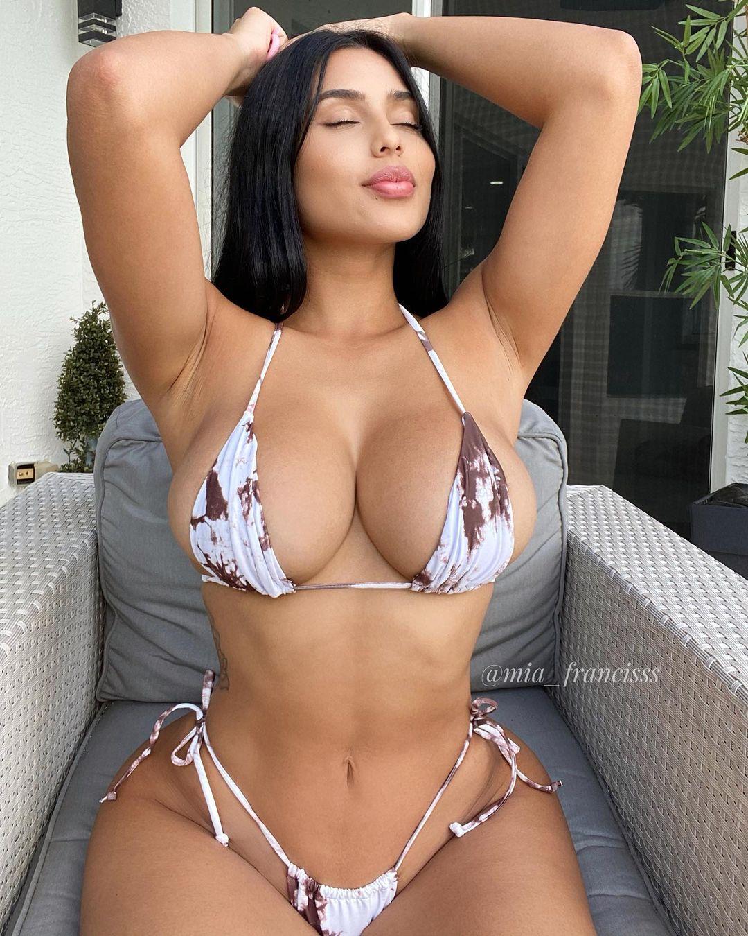 Mia Francis Naked 40