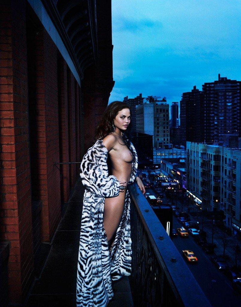 Chrissy Teigen Sexy & Topless 2