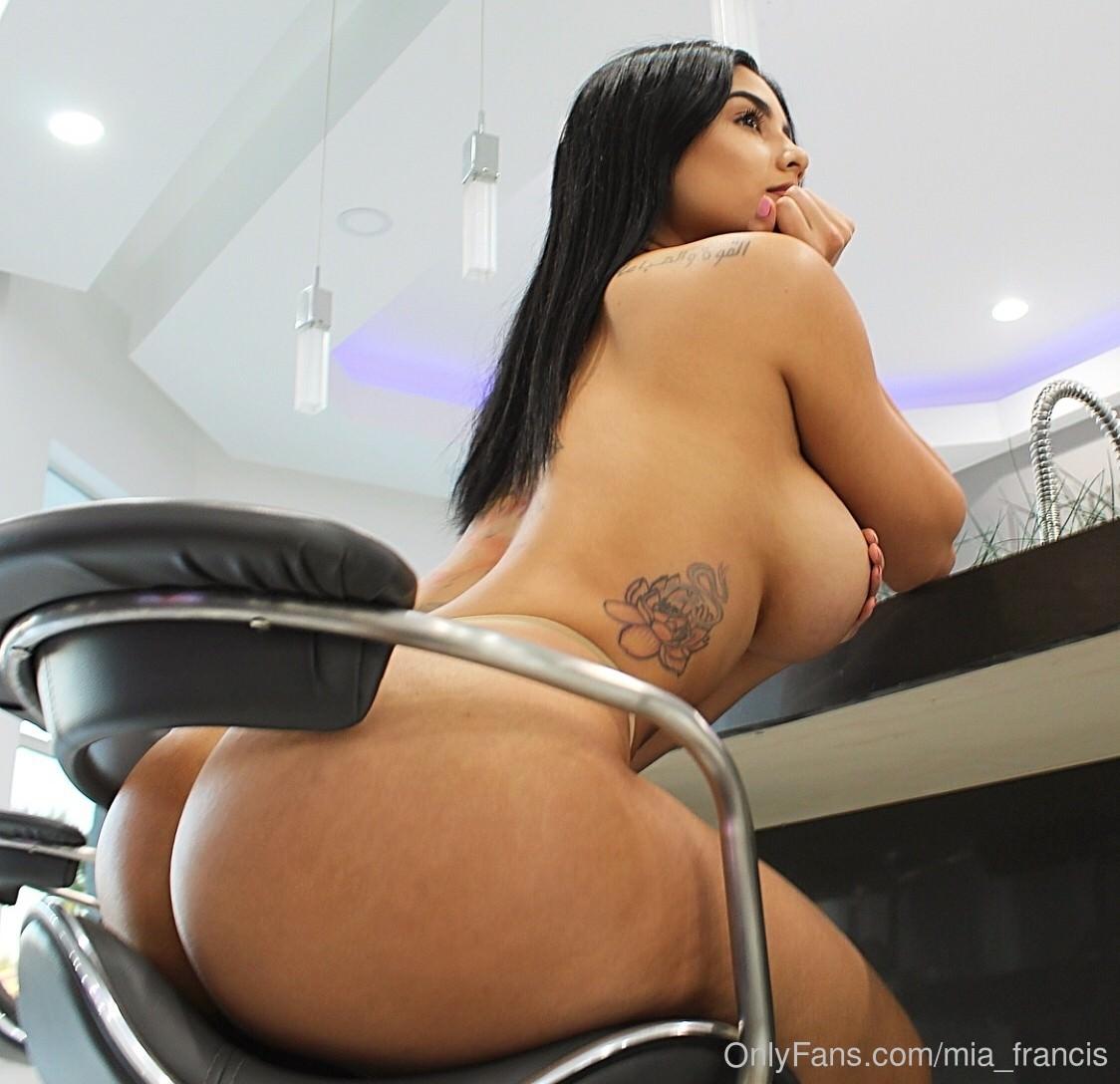 Mia Francis Naked 60