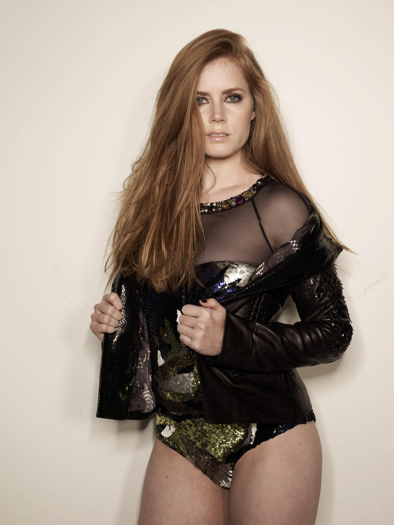 Amy Adams Hot Posing in Sexy Outfit