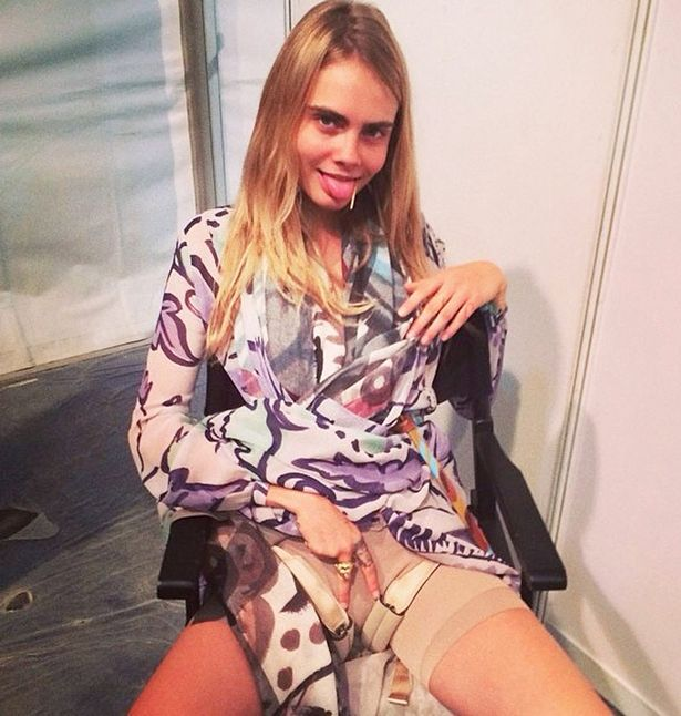 Cara Delevingne Rubs her Pussy Leaked Amateur Photo