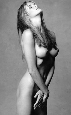 Elle Macpherson Nude Showing Her Tits And Covering Her Pussy