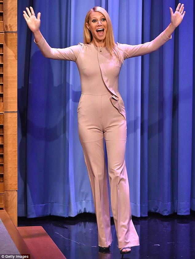 Gwyneth Paltrow Camel Toe in a Public Show
