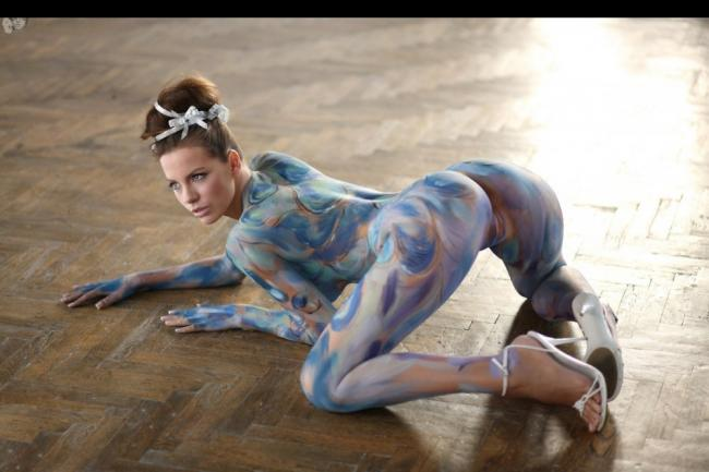 Kate Beckinsale Fully Nude and Bent Over with Body Paint