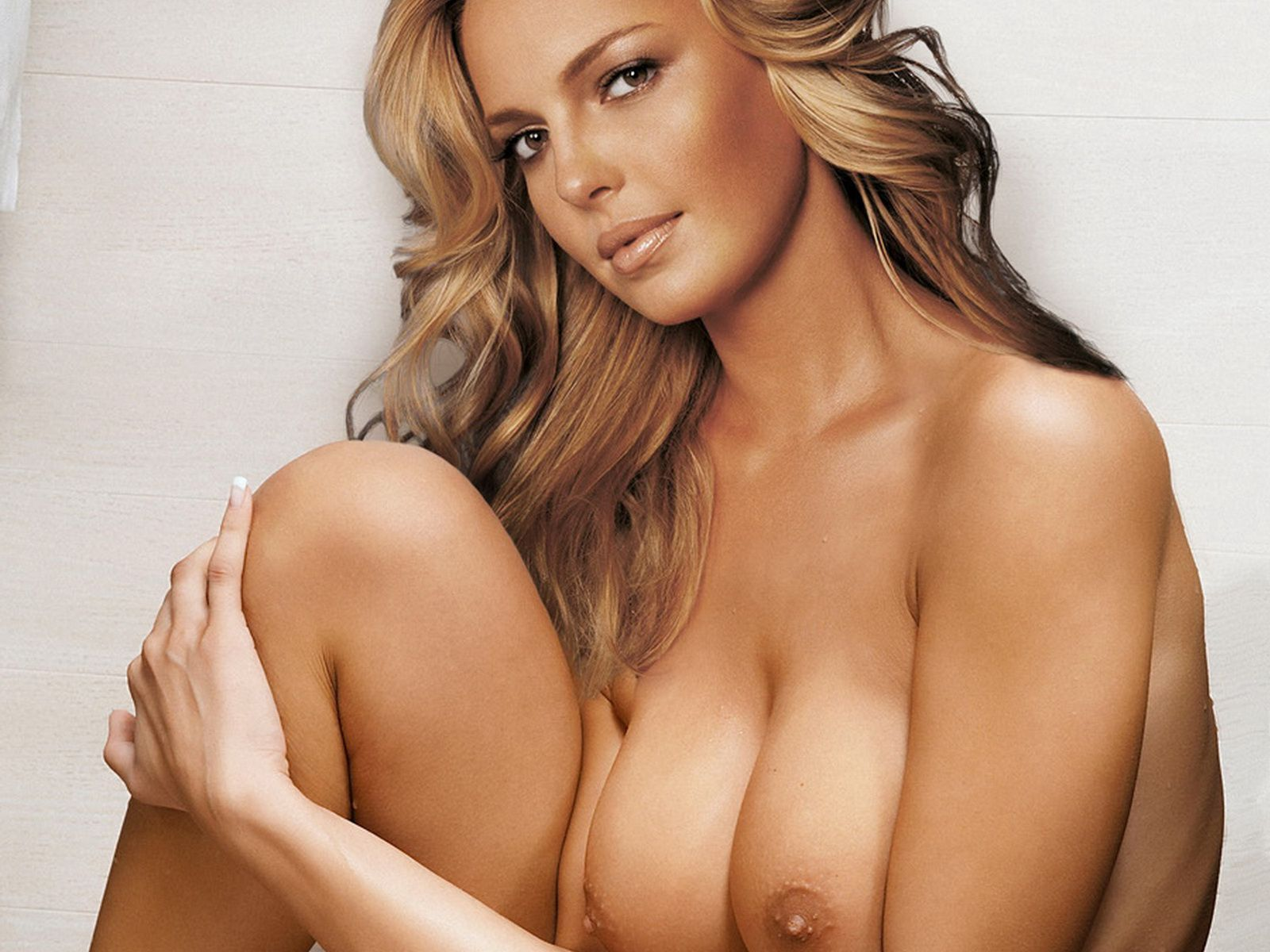 Katherine Heigl naked spread legs show big boobs and trimmed pussy UHQ.jpg