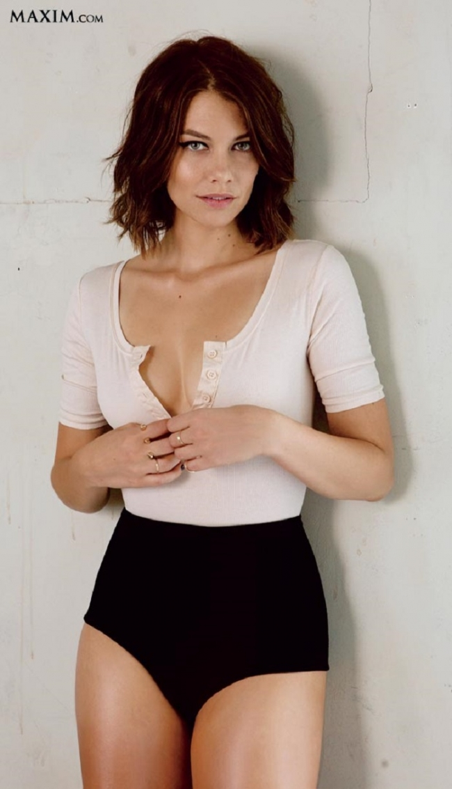 Lauren Cohan Nude Boobs Showing While Unbuttoning Her Blouse