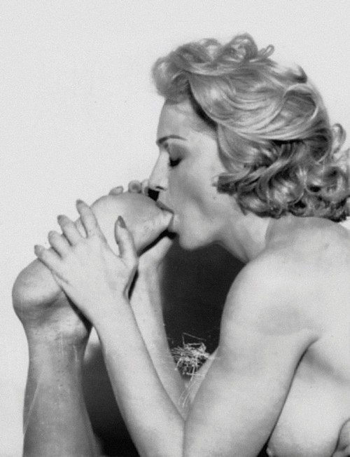 Madonna Nude Sucking Guys Foot