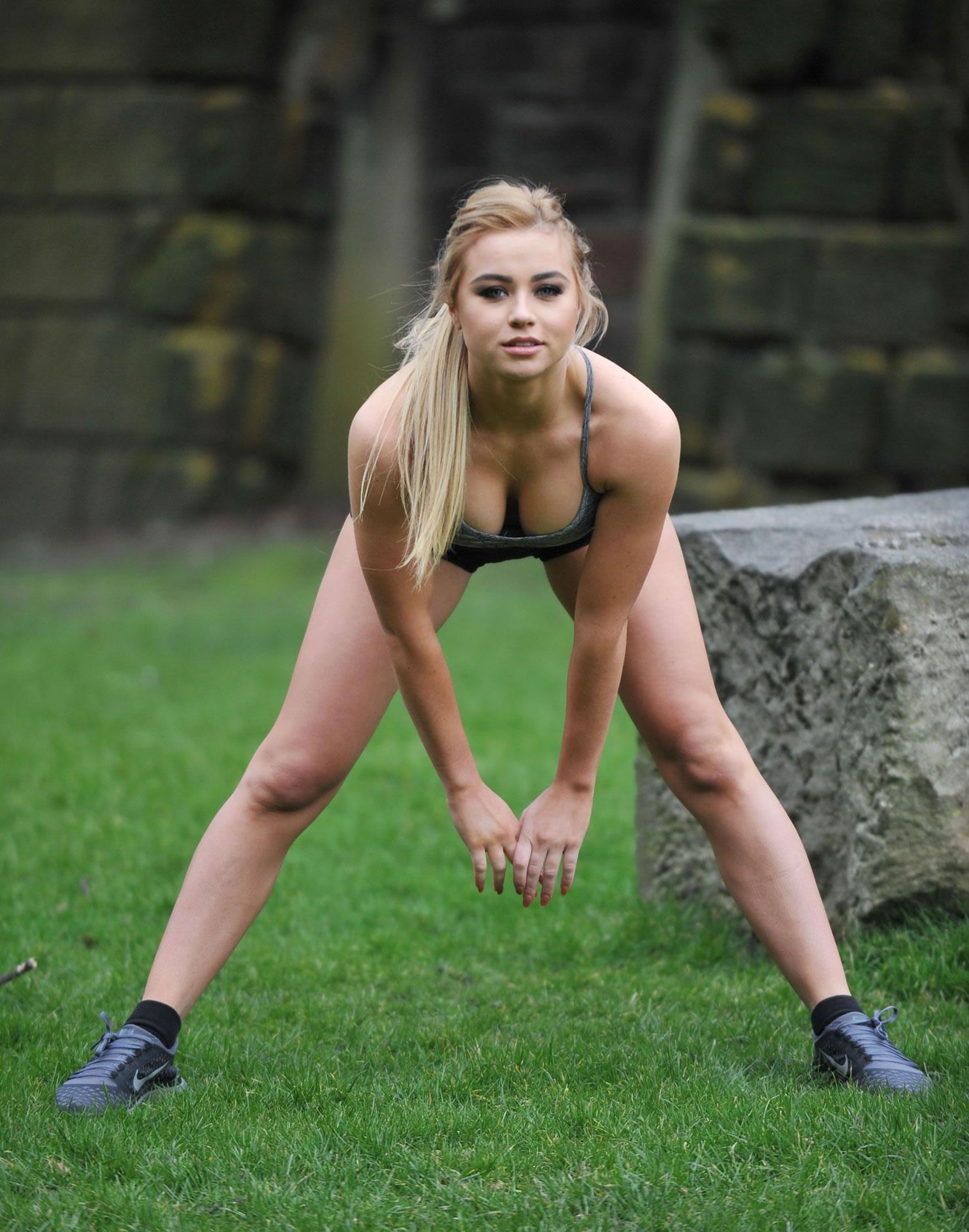 Melissa Reeves Half Nude Bending Over