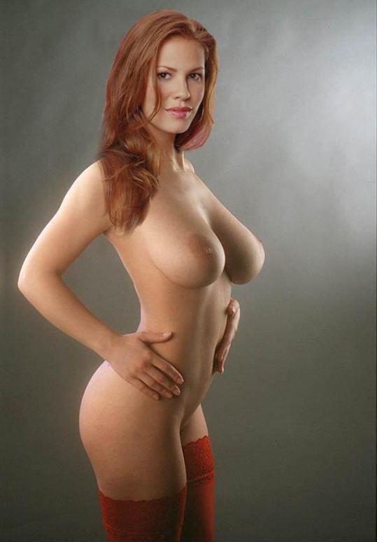 Nikki Cox Posing Fully Nude