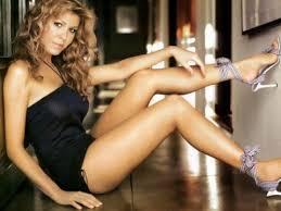 Nikki Cox Shows Hot Nude Legs