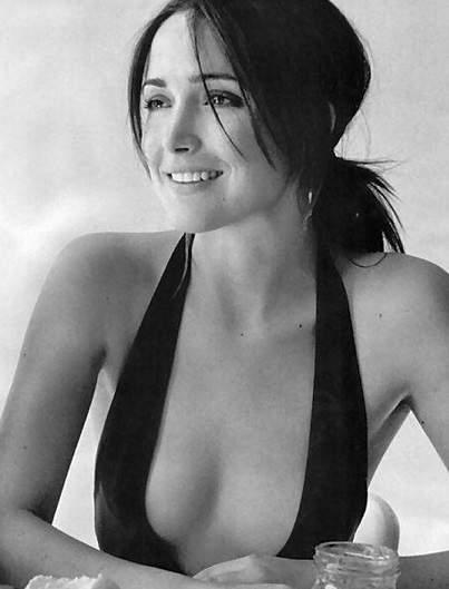 Rose Byrne Half-Nude Breasts in Big Cleavage