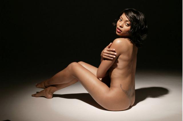 Taraji P. Henson Nude Posing In Dark Room Under Light