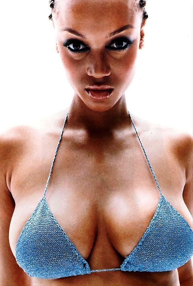 Tyra Banks Nude Big Boobs In Blue Bikini
